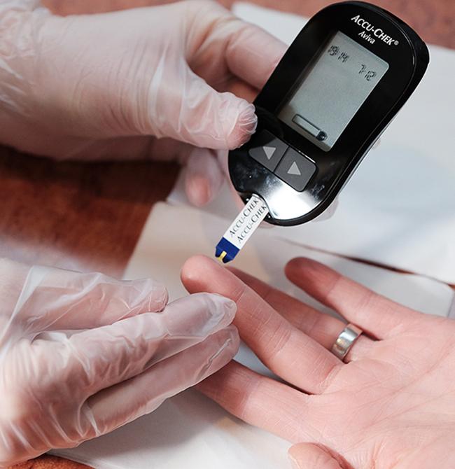Blutzuckermessung und fachkundige Auswertung vor Ort
